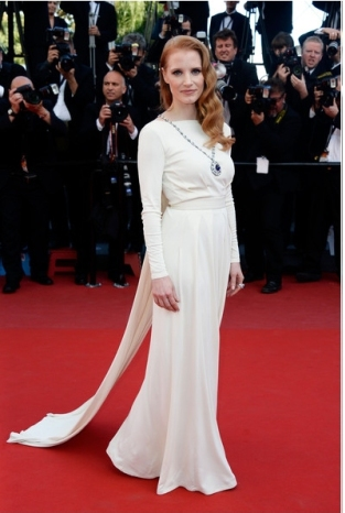 jessica-chastain-dress-versace-cleopatra-premiere-2013-cannes-film-festival-premiere-red-carpet